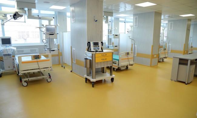 Директор на болница стана доброволец в COVID-отделение