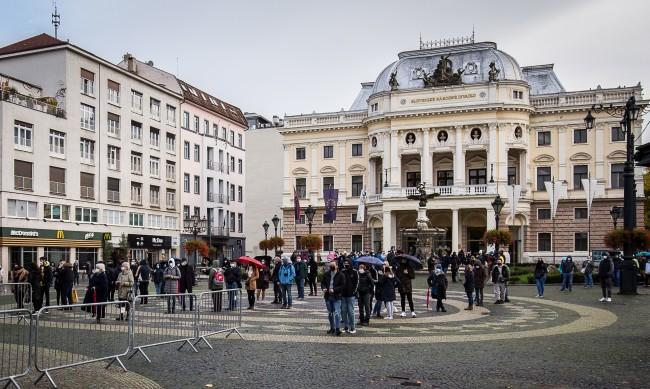 Словакия обяви за престъпна организация Чехословашката компартия