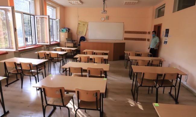 Село на бунт заради уволнени ромски учители