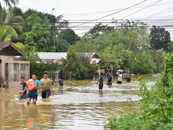 Поне 50 души са загинали при свлачища в Гватемала, който