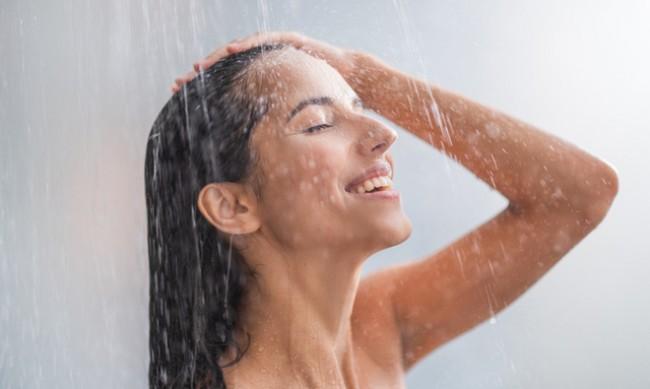 Защо да взимате студен душ, дори през зимата