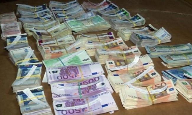 """Откриха валута за 140 000 лева на ГКПП """"Малко Търново"""""""