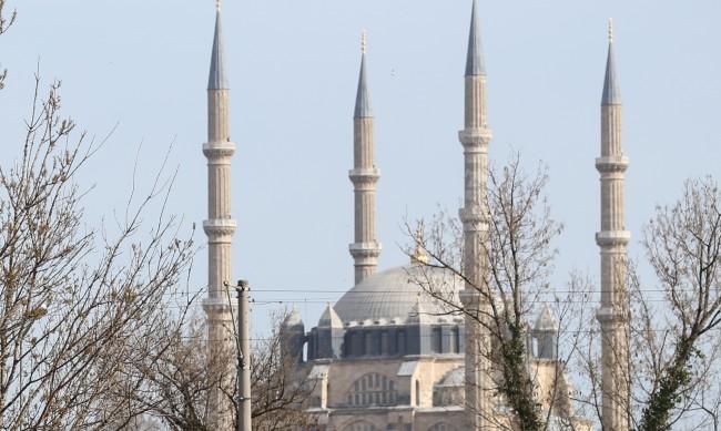 В Атина отвори врати джамия след 14 г. протести