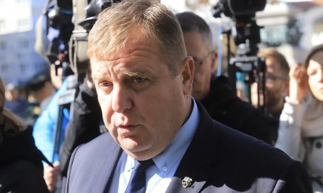 Каракачанов: На този етап не се обсъжда пълна карантина