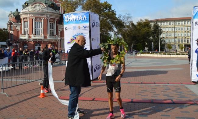 Министър Красен Кралев награди победителите в маратона във Варна
