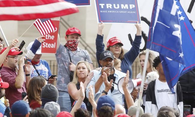 """Привърженици на Тръмп: """"Това не е краят! Спрете кражбите"""""""