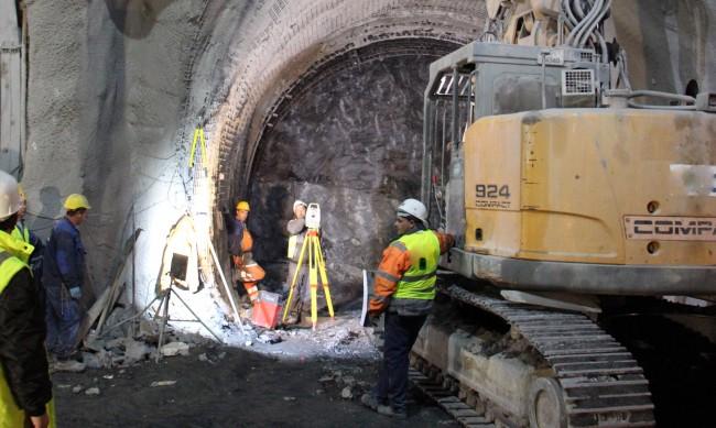 """Ремонтът на тунела """"Витиня"""" приключва след Нова година"""