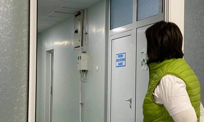 Пореден абсурд: Първата COVID-болница - без респиратори