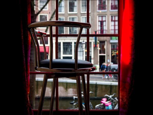 Кметицата на Амстердам обяви радикална реконструкция на квартала с червените