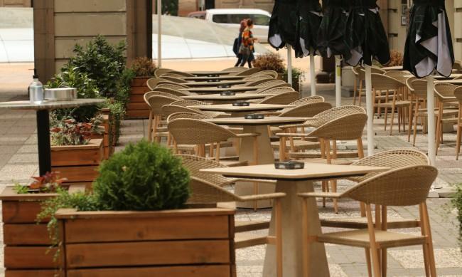 С или без вечерен час: Ресторанти и кафенета празни