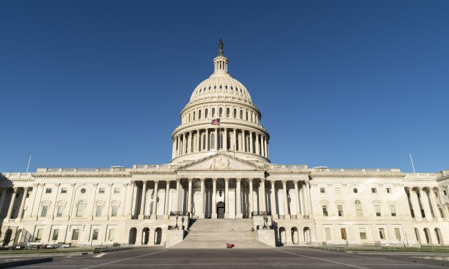 Демократите запазват мнозинството си в Камарата на представителите на САЩ