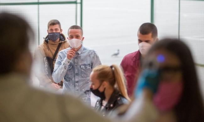 В област Ловеч гимназистите се връщат в класните стаи от утре