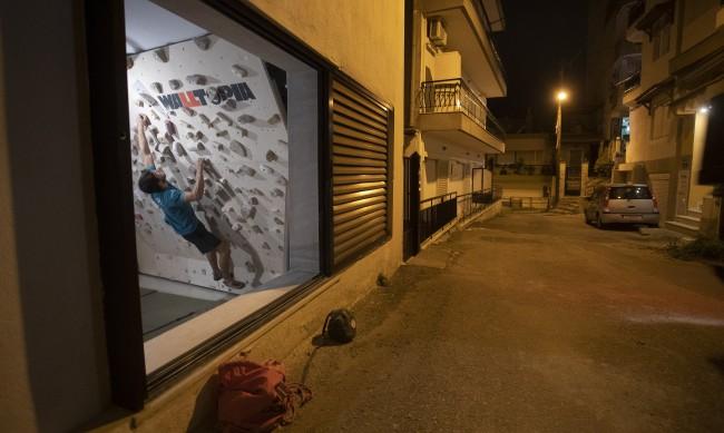 Гърция се изолира, вечерният час ще започва от 21:00