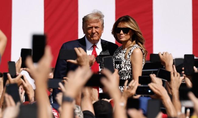 Бивша служителка на Тръмп: Мелания се чуди за развод