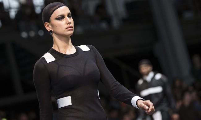 Есенна мода: Ирина Шейк ни показва как да носим сиво