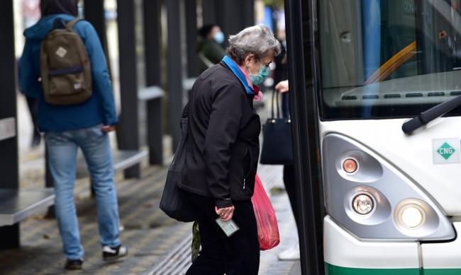 Словения затваря моловете, спира обществения транспорт
