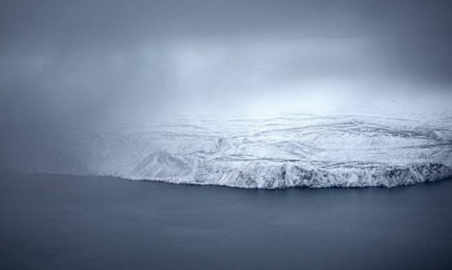 Под ледниците на Гренландия може да тече река, дълга хиляда км