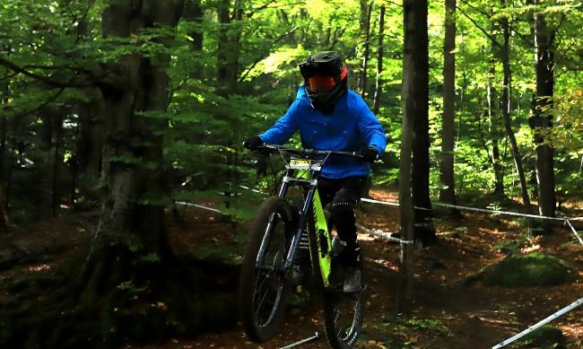 Маскирани пребиха 14-годишно момче и откраднаха колелото му