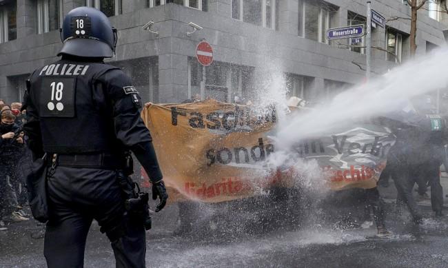 Нови протести срещу предпазните маски в Германия