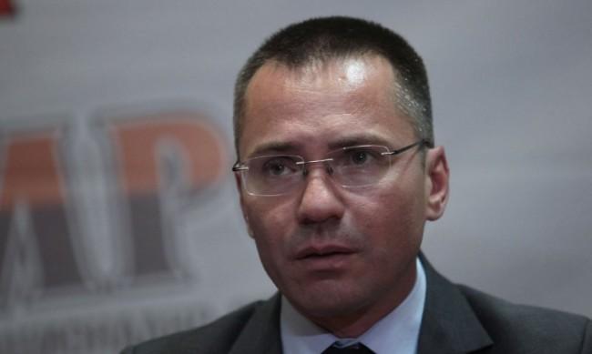 Джамбазки влезе във ВМА като санитар