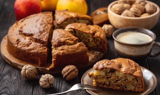 Рецептата Dnes: Кекс с ябълки и орехи