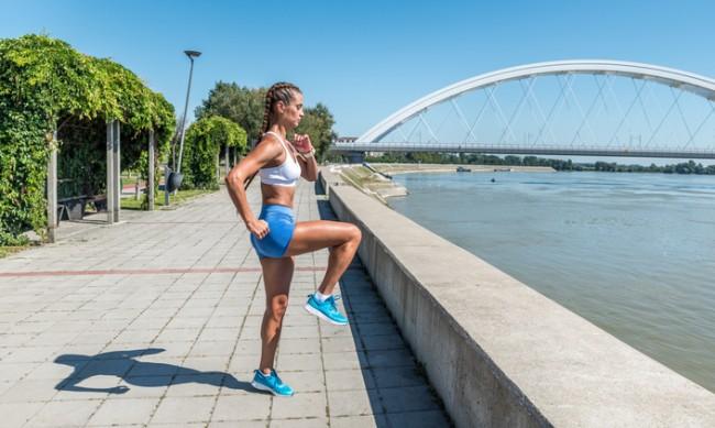 Стопете коремните мазнини с бягане с високо вдигнати колена