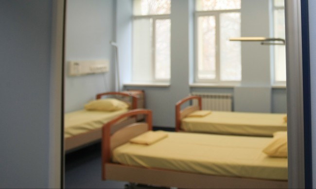 """Плевен няма да прави """"чисти болници"""", заразените намаляват"""