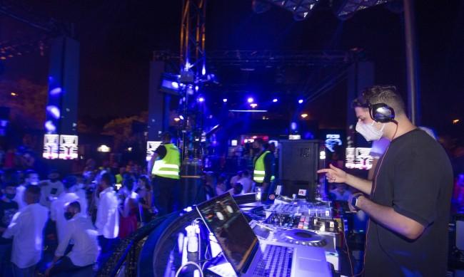 Пандемията събра стотици на тайни партита с парола в София