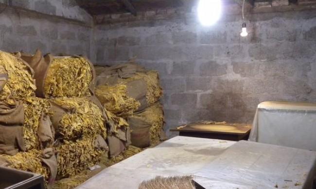 Иззеха 1 тон тютюн и 1,5 тона алкохол в Пловдивско