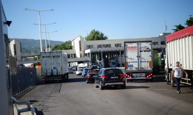 Гърция промени часовете за влизане в страната