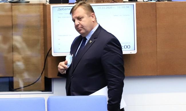 Каракачанов: Искаме Македония да се държи уважително, без хитруване