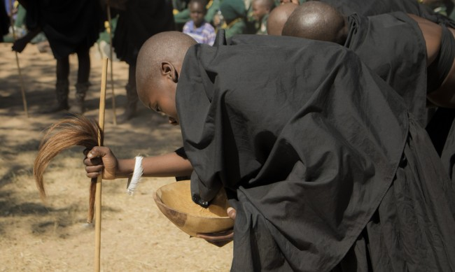 Кои са последните племена, практикуващи канибализъм?