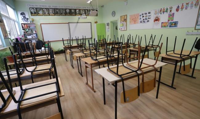 Родители в Пазарджик негодуват срещу връщането на децата в училище