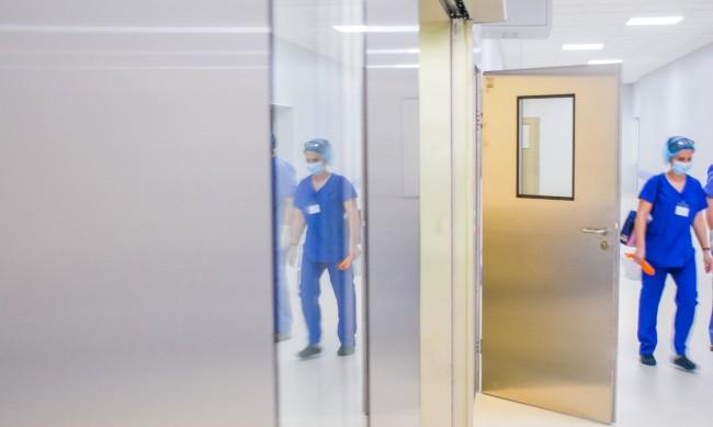 Случаи на повторно заразяване и в България, 4 от тях са медици във ВМА