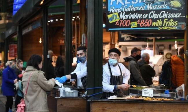 Великобритания се готви за по-строги мерки срещу пандемията