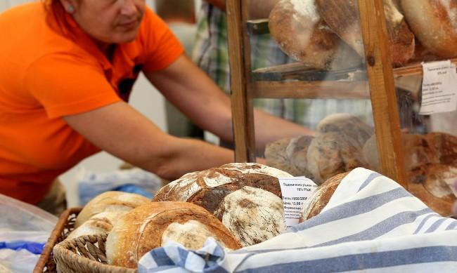 От завода до магазина хлябът у нас поскъпва двойно