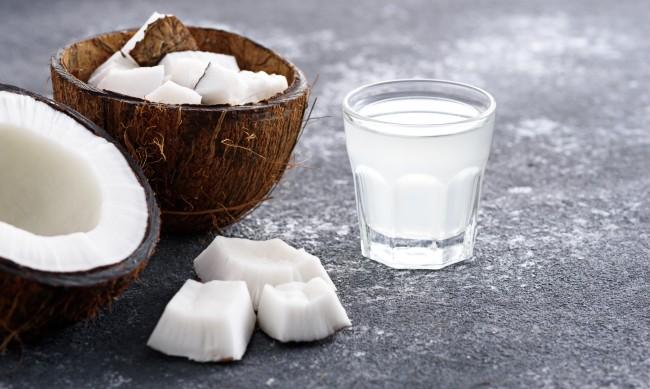 Кокосова вода - напитката, пълна с витамин С