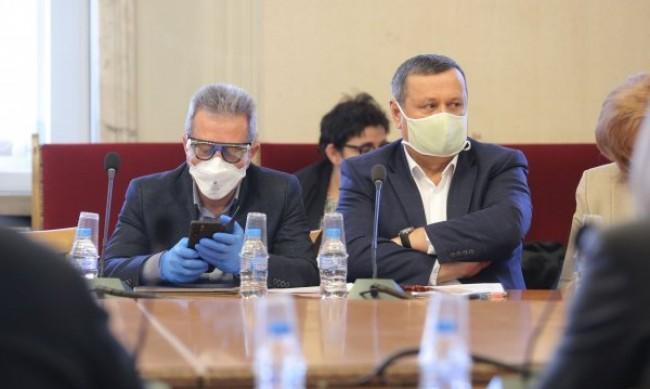 Адемов: Властите закъсняха с по-строгите мерки