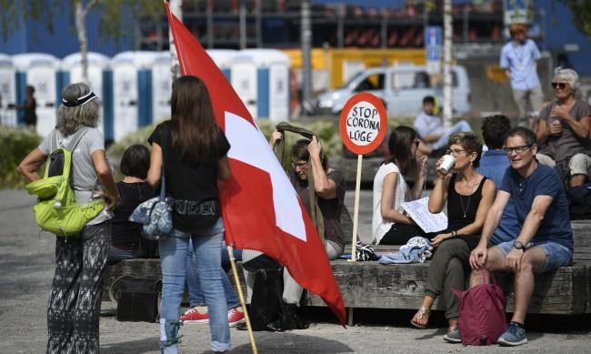 Швейцария – богата държава с добра здравна система. Как се бори с COVID-19?