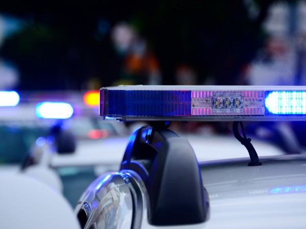 Въоръжен мъж в Санкт Петербург е затворил шест деца в
