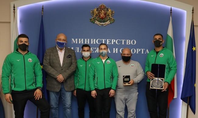 Министър Кралев награди Ивайло Иванов