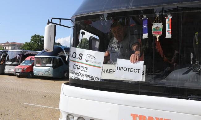 Без обществен превоз и таксита заради протест на превозвачите