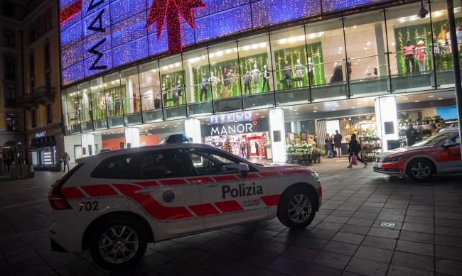 Жена нападна да коли други две с нож в Швейцария