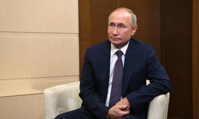 Защо Путин все още не е приел руската ваксина срещу COVID-19?