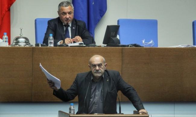Пак изгониха Павел Шопов от пленарната зала