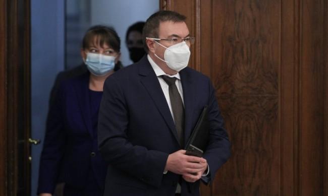 Здравният министър пусна заповедта за новите мерки срещу COVID-19