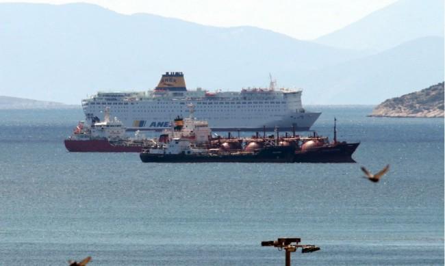 Стачка в Гърция обърква транспорта в Атина, спира корабите