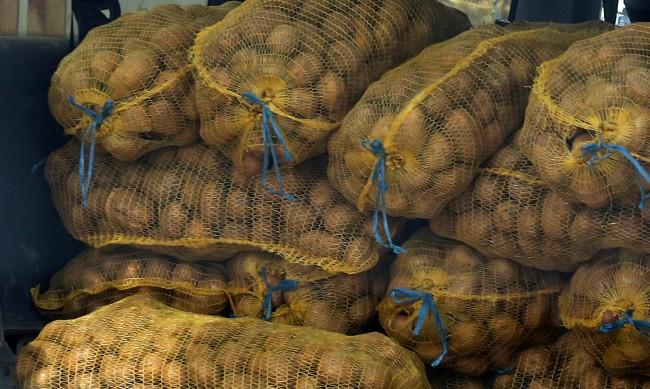 Внасят от Гърция картофи за по 25 ст., продават ги лев