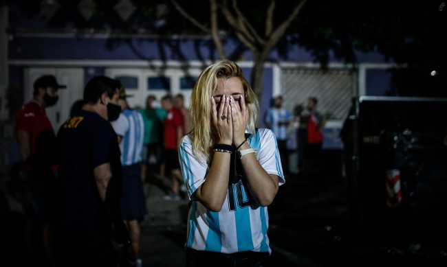 В Аржентина очакват над 1 милион души на сбогуването с Марадона