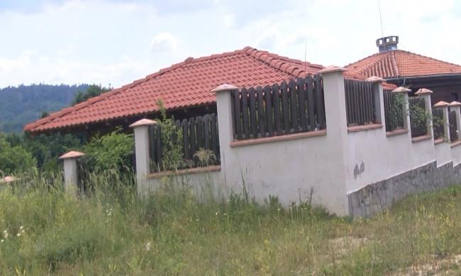 Заради пандемията: Къщи за гости сложени на тезгяха за продан